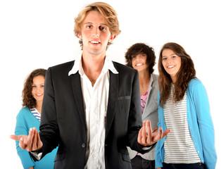 Groupe de lycéens derrière un enseignant