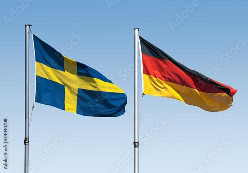 Flaggen von Schweden und Deutschland