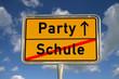Deutsches Ortsschild Schule Party
