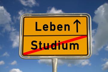 Deutsches Ortsschild Studium Leben