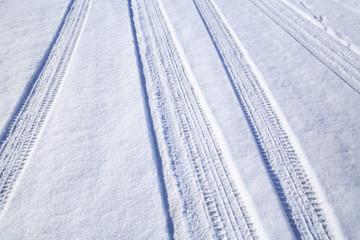 雪道のタイヤ痕