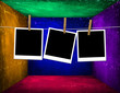 Interno grunge colorato con polaroid personalizzabili