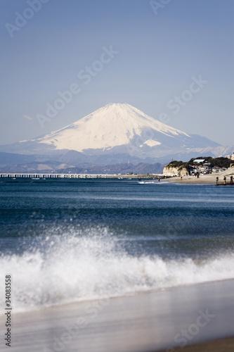 Fotobehang Een Hoekje om te Dromen 稲村ケ崎より富士山