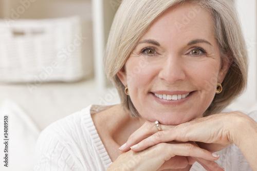 женщина в возрасте фото