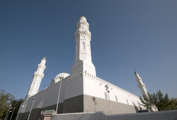 MEDINA, SAUDI ARABIA-APRIL 21 : Muslims at the compound of Masji