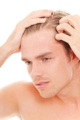 ein graues haar, mann wird älter