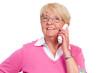 seniorin beim telefonieren