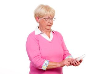 seniorin sucht die telefontasten