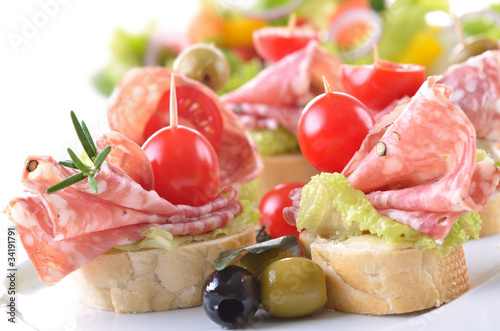 Przekąski z italienischer Salami