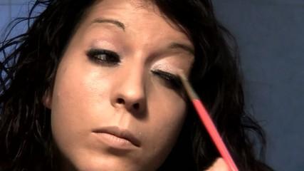 Truccarsi allo specchio-Makeup mirrorhio-