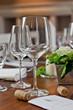 Weingläser mit Korken