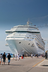 Passengers going to cruise liner