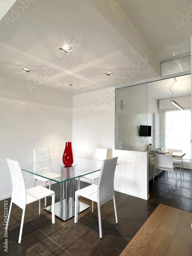 Sala Da Pranzo Con Tavolo Quadrato E Vista Sulla Cucina