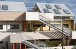 panneau chauffe-eau solaire sur toiture immeuble