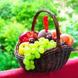 Prallgefüllter Obstkorb