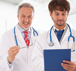 Doctor explaining something to a medical assistant