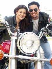 Pareja en una moto.