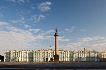 Дворцовая площадь ранним утром. Санкт-Петербург