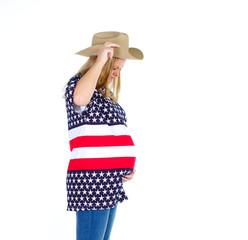 schwangeres cowgirl mit amerika hemd