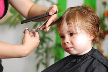 Mädchen beim Frisör