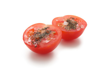 Tomatoes with salt and pepper