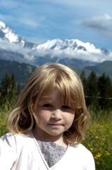 Fillette à la montagne