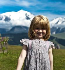 Enfant devant le Mont Blanc