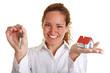 Lachende Frau mit Haus und Schlüsseln