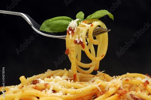 Spaghetti con tomate y parmesano