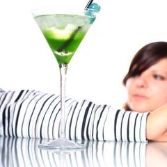 frau und cocktail