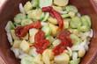 Salade de concombre au poivron rouge grillé