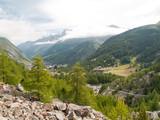 Vue sur la vallée de Zermatt et Furi poster