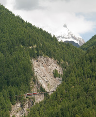Train du Gornergrat sur le pont