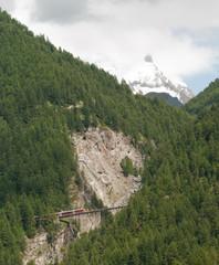 Train du Gornergrat sur le pont