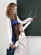 Lehrerin unterrichtet Alphabet