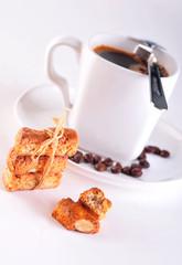 Czarna kawa i kruche ciastka