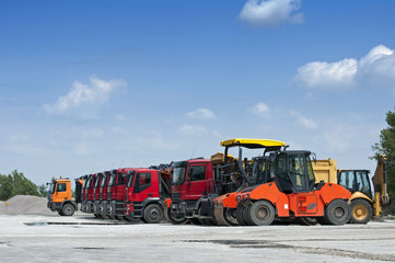 Trucks, rollers and machinery for asphalting