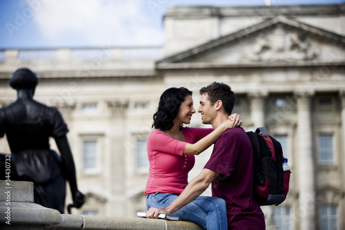 A young couple in front of Buckingham Palace