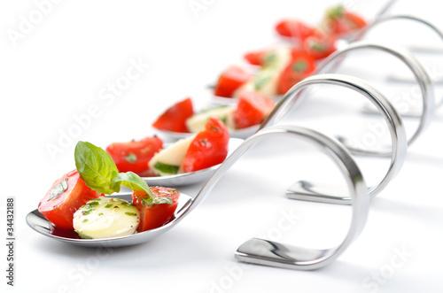 Löffelhäppchen mit Tomate-Mozzarella