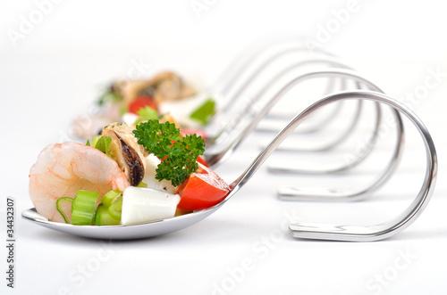 Meeresfrüchtesalat auf Häppchenlöffeln