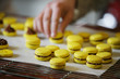 Macaron jaune choco