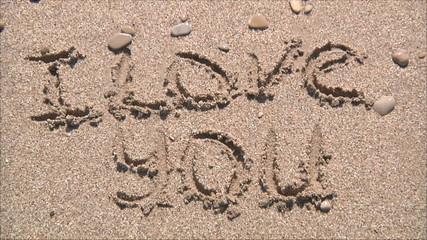 надпись на песке смывается волной