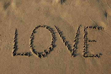 kumdaki aşk yazısı