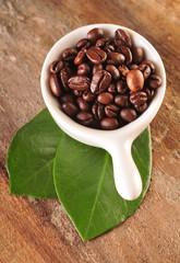 Ziarna kawy w kokilce