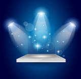 magické reflektory s modrými paprsky a zářící efekt