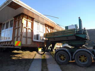House lifted on the truck