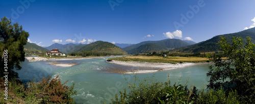 Punakha Dzong i rzeka Mo Chhu w Bhutanie
