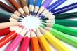 Buntstifte in verschiedenen Anordnungen