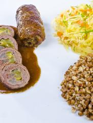 Kleine  Rinderrouladen mit Buchweizen und Sauerkraut