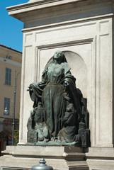 Statua della immacolata in piazza duomo a piacenza